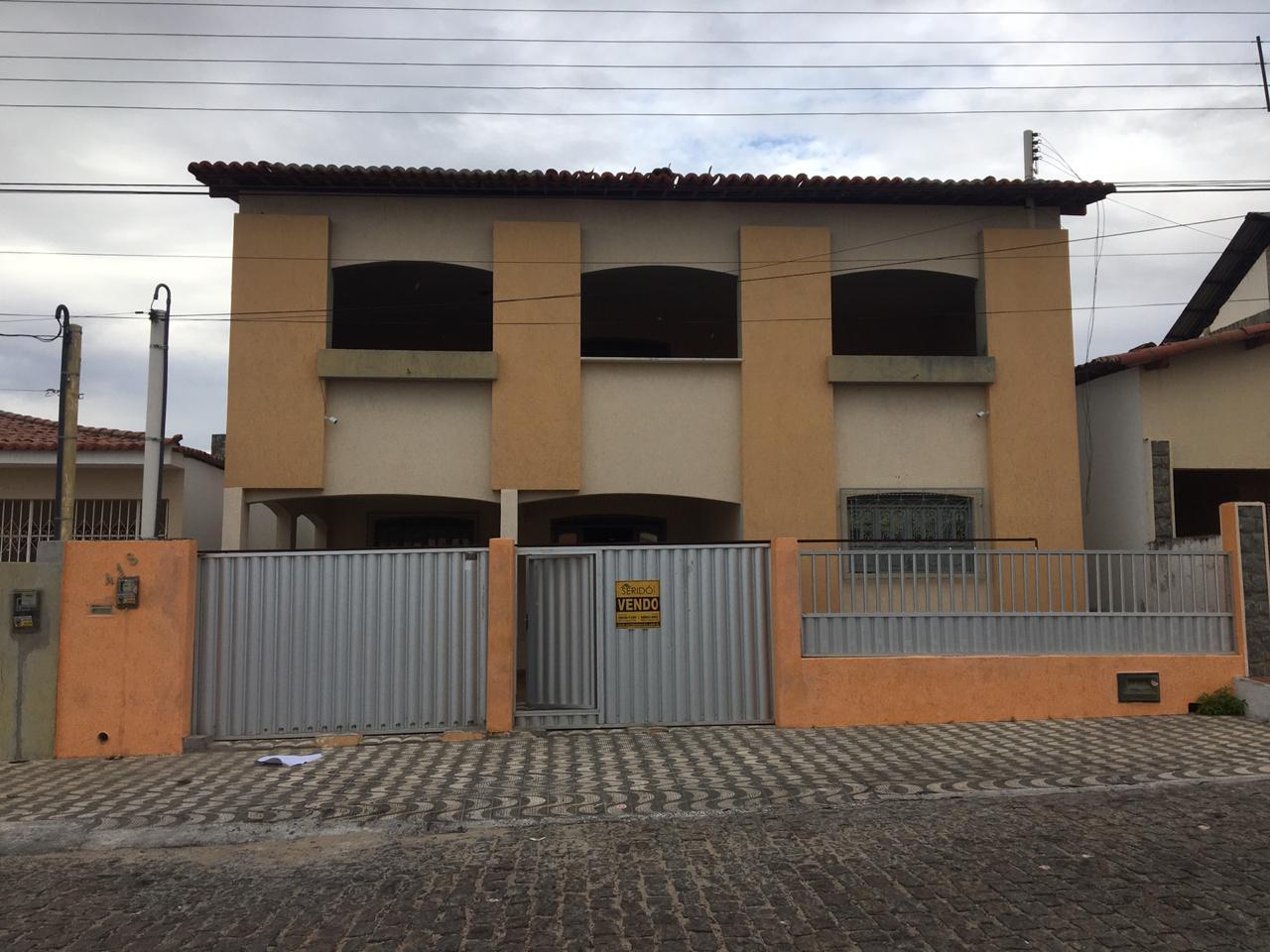 Casa na Rua Moises Galvão, 418 Centro da Cidade Com 363m² de área construída